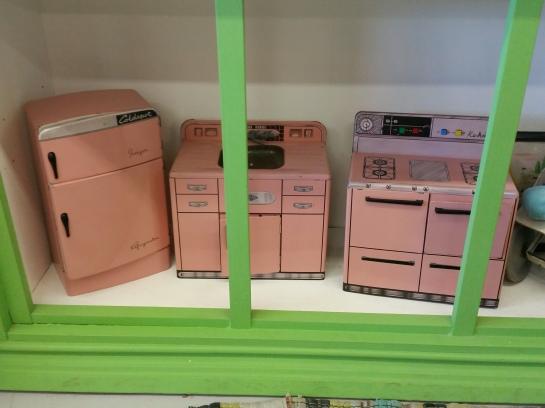 vintage-toy-kitchen